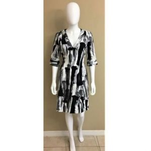 N Natori Black White Abstract Dress V Neck Size 6